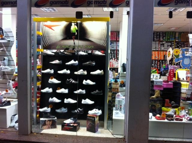 Exhibidores de calzado para locales